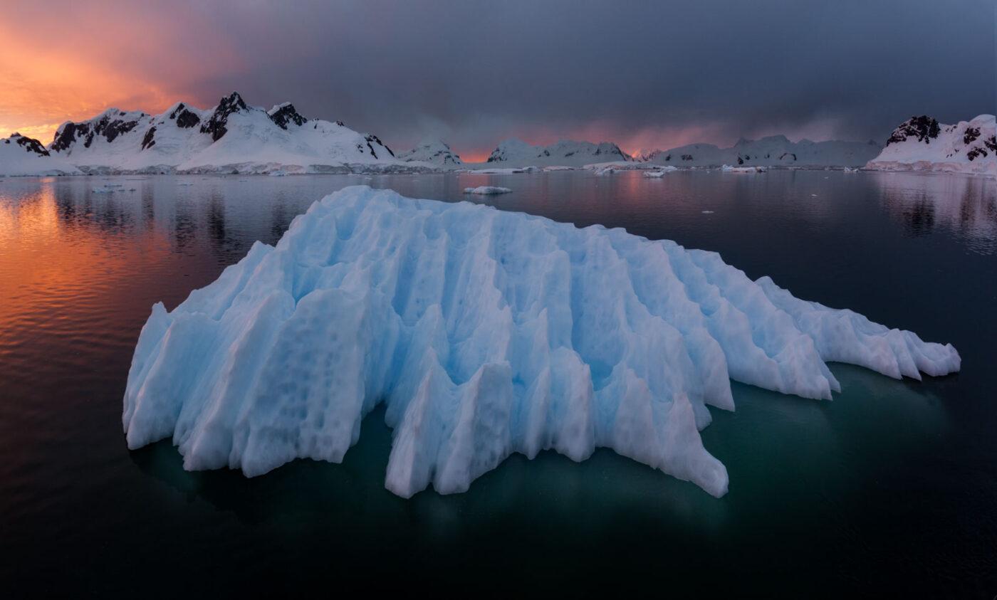 Голубая льдина Антарктида
